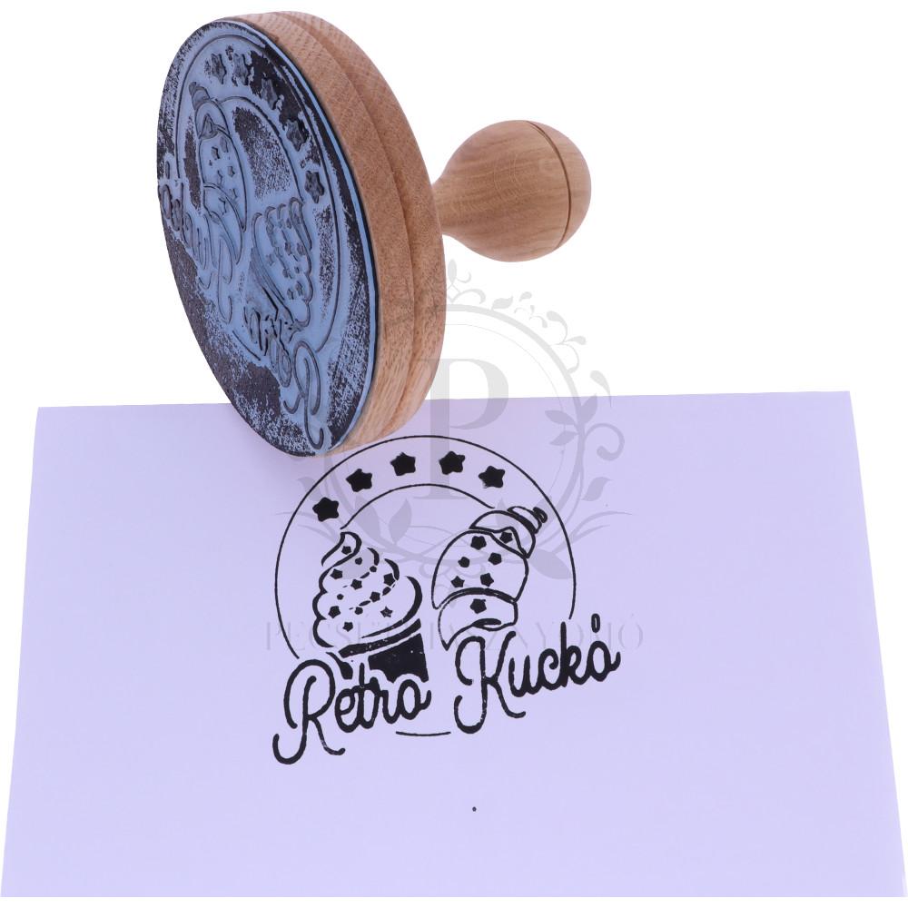 10 cm-es egyedi gumibélyegző készítése fa nyéllel - kör alakú